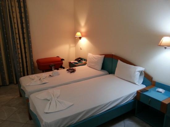 Yakinthos Hotel: Bed
