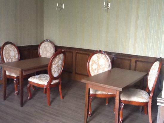 Anata hotel: The tables in the restaurant