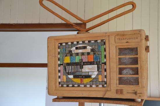 Graskop Hotel: Onze tv, kunst op de kamer
