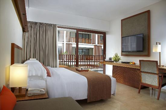 The Magani Hotel and Spa: Deluxe room with king size bed