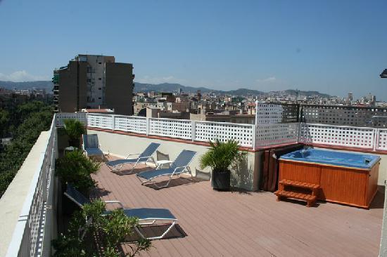 Hotel Garbi Millenni : Solarium e Jacuzzi