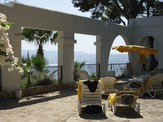 Hotel BonSol Resort & Spa: sunny terrace