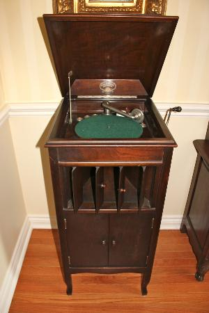 Britaly Bed and Breakfast: Phonograph from year 1920