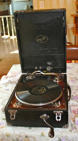 Britaly Bed and Breakfast: Phonograph from year 1922