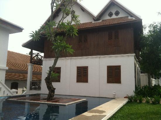فيكتوريا إكسينجثونج بالاس: View of one of their private villas 