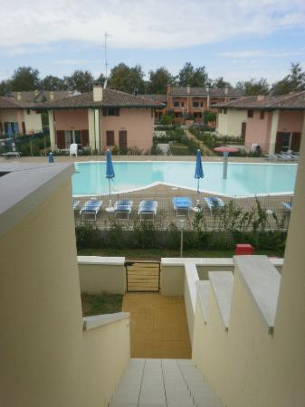 Airone Bianco Residence Village: Piscina dal bungalow