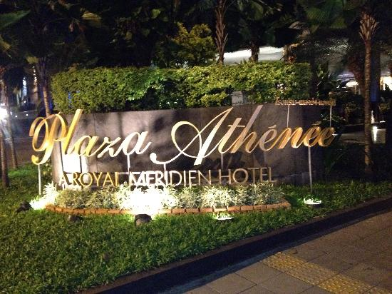 Plaza Athenee Bangkok, A Royal Meridien Hotel: Entrance