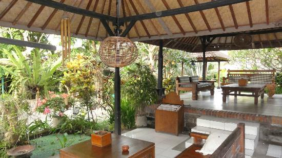 Puri Kelapa Garden Cottages: Reception / Lobby