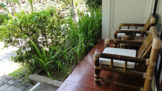 Puri Kelapa Garden Cottages: Balcony