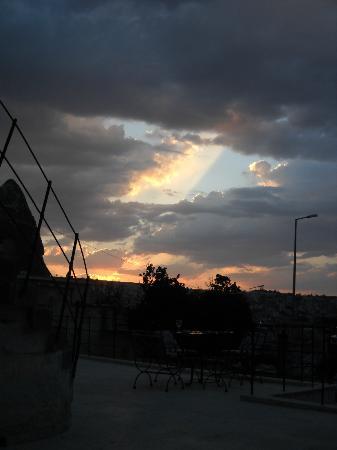 Spelunca Cave Suites: Terrazzo al tramonto