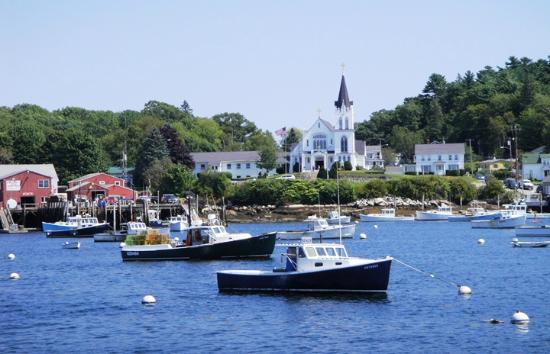Tugboat Inn: Iconic View of Boothbay Harbor from Room