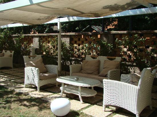Hotel Capri: jardin prêt du pool