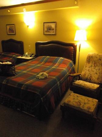 Hôtel Motel Le Château: Notre chambre 204 au 31 août 2012.