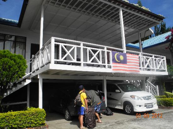 Kinabalu Pine Resort: can drop a car just below your room