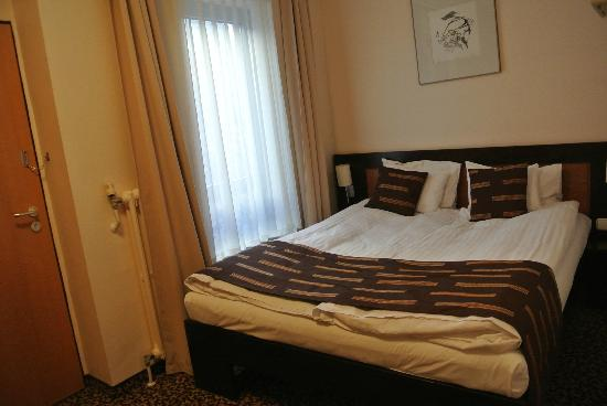 Ambra Hotel: double bed(although I was alone. ^^)