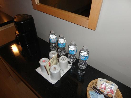 Hotel Dauphin Montreal Downtown: bottiglie d'acqua offerte