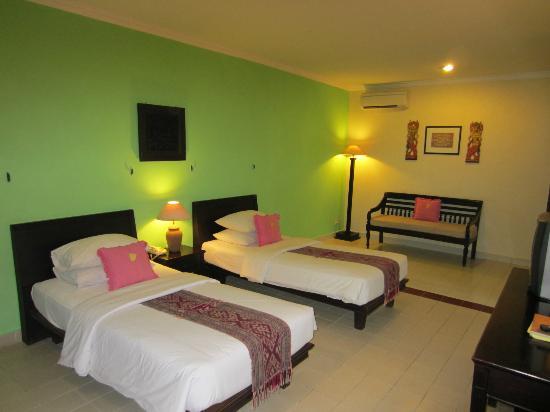 Benoa Beach Front Villas & Spa: chambre communiquante ocean villa 3