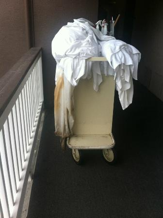 Avania Inn of Santa Barbara: housekeeping trolley