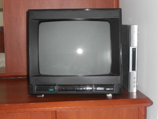 Hotel Califfo : tv in camera.....anche a colori!!