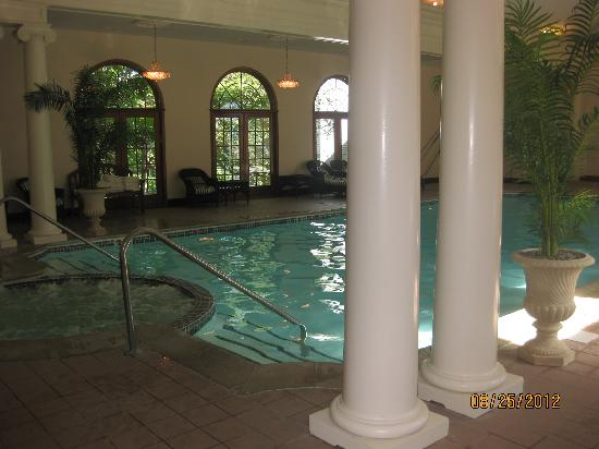 Bluenose Inn - A Bar Harbor Hotel: The beautiful indoor pool