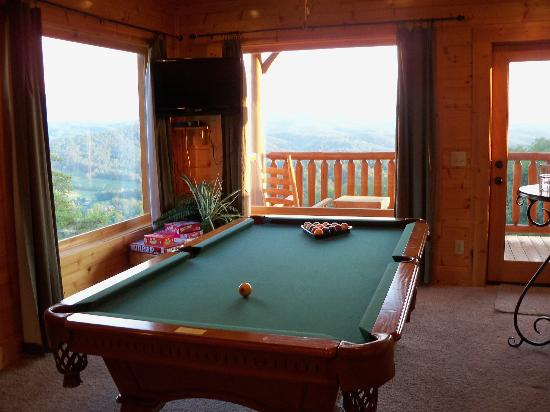 Gatlinburg Falls Resort: Heavenly High game room