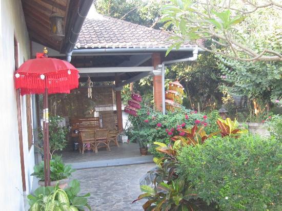 Villa Lumbalumba Lovina Bali: Entree villa