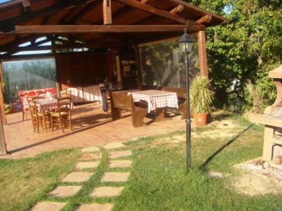La Tenuta Dei Ricordi: Gazebo and BBQ in garden