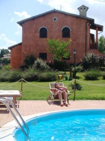 La Tenuta Dei Ricordi: Swimming pool