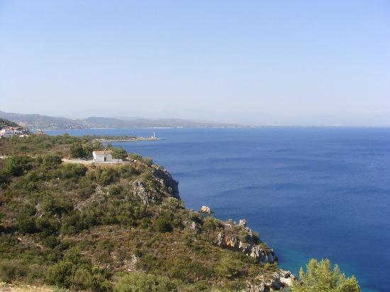 Kalypso Studios: Vue sur l'ile de Kranaï et son phare depuis le studio