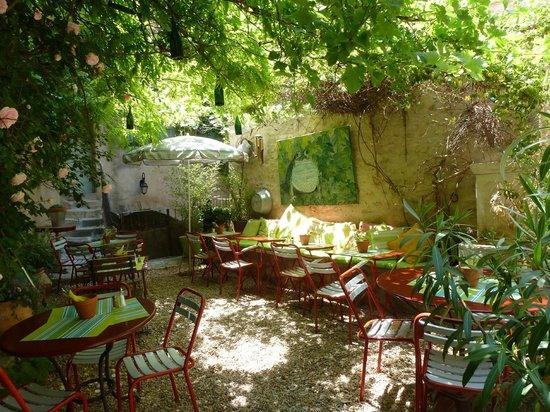 La terrasse sous la treille foto di la maison de solveig - La maison de la place saignon ...