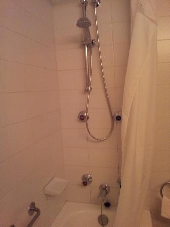 Formentor, a Royal Hideaway Hotel : doccia con tenda