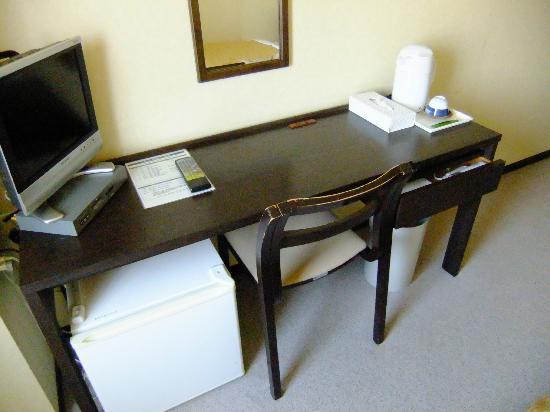 Hotel Ruiz: 机の広さはまずまず