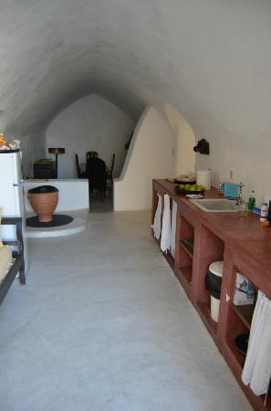Villas and Mansions of Santorini: Kitchen