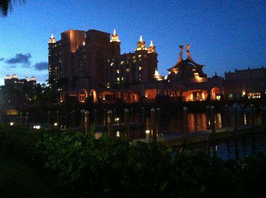 Atlantis - Harborside Resort: Our view walking along the Marina at night.