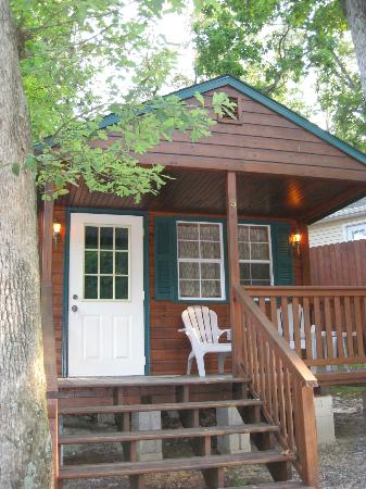 Big Oaks Family Campground: cabin 5