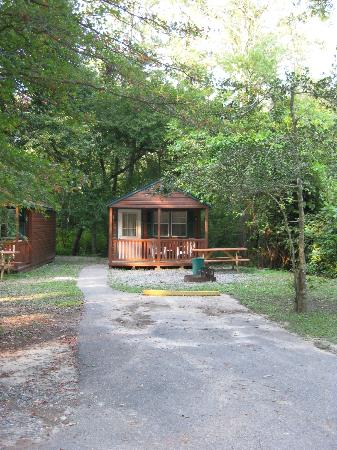 Big Oaks Family Campground: cabin