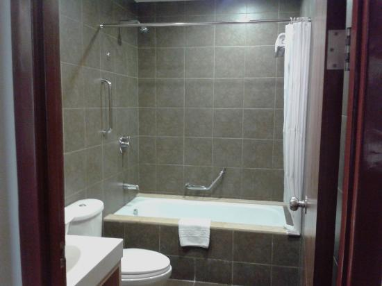 La Breza Hotel: the bathroom!