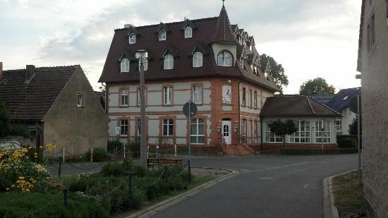Turmhotel Lubbenau: Hotel - Sicht von Anliegerstrasse