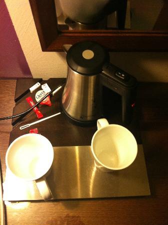 Holiday Inn Paris Elysées : No coffee or tea... just sugar..