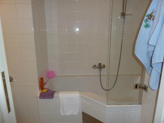 Starlight Suiten Hotel Renngasse: salle de bain, baignoire/douche