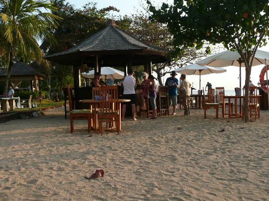 Discovery Kartika Plaza Hotel: Beach Bar