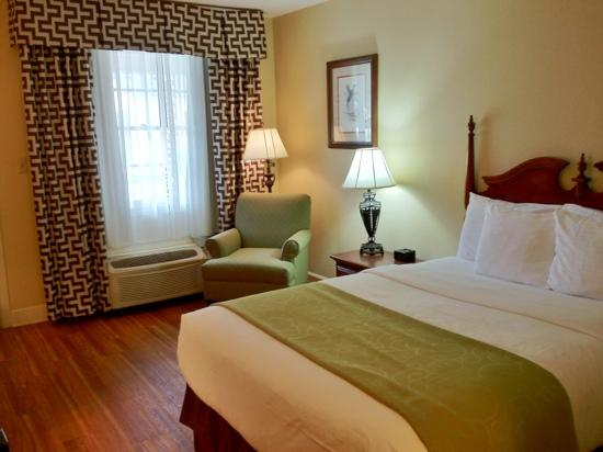 Merry Acres Inn: guest room