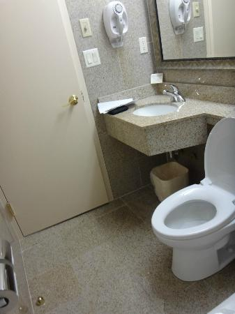 Quality Inn Woodside: baño impecable