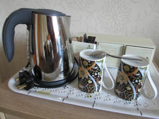 Ardlinnhe Guest House: Servicio té impecable