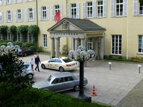 Steigenberger Grandhotel Petersberg: Eingang