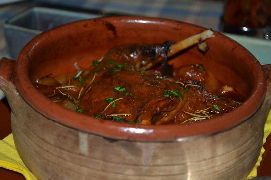Kafenes: rabbit stifado