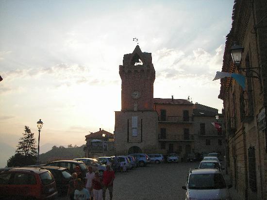 Anchise Mare Residence: torre di Tortoreto alto