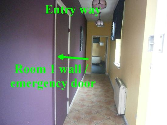 Paddy's Palace: entry way with emergency door to room 1