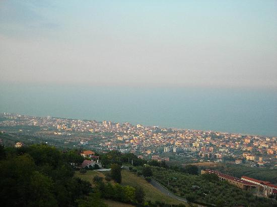 Anchise Mare Residence: la costa vista dal belvedere di Tortoreto Alto