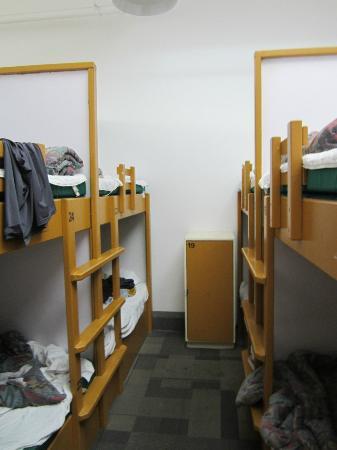HI Victoria Hostel: arrangement of the set of 4 bunkbeds